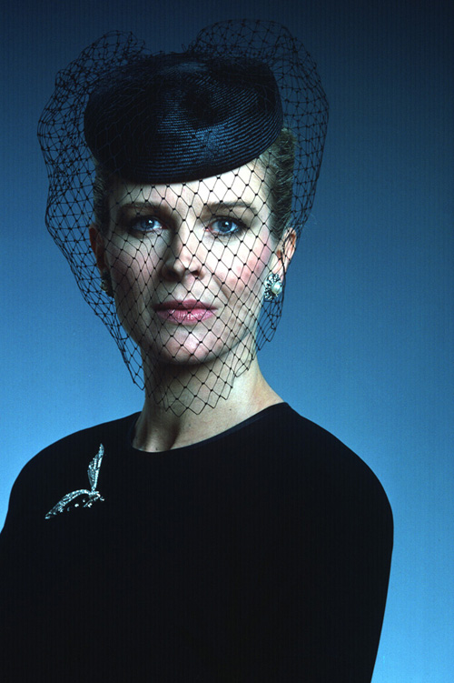Photo Portrait of Candice Bergen wearing a black top and netted veil.
