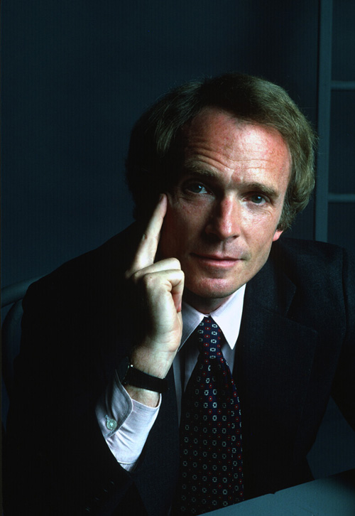 Photo Portrait of Dick Cavett in a formal suit.